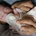 【新生児も】赤ちゃんがミルクを嫌がる・泣く!飲まないときの原因!