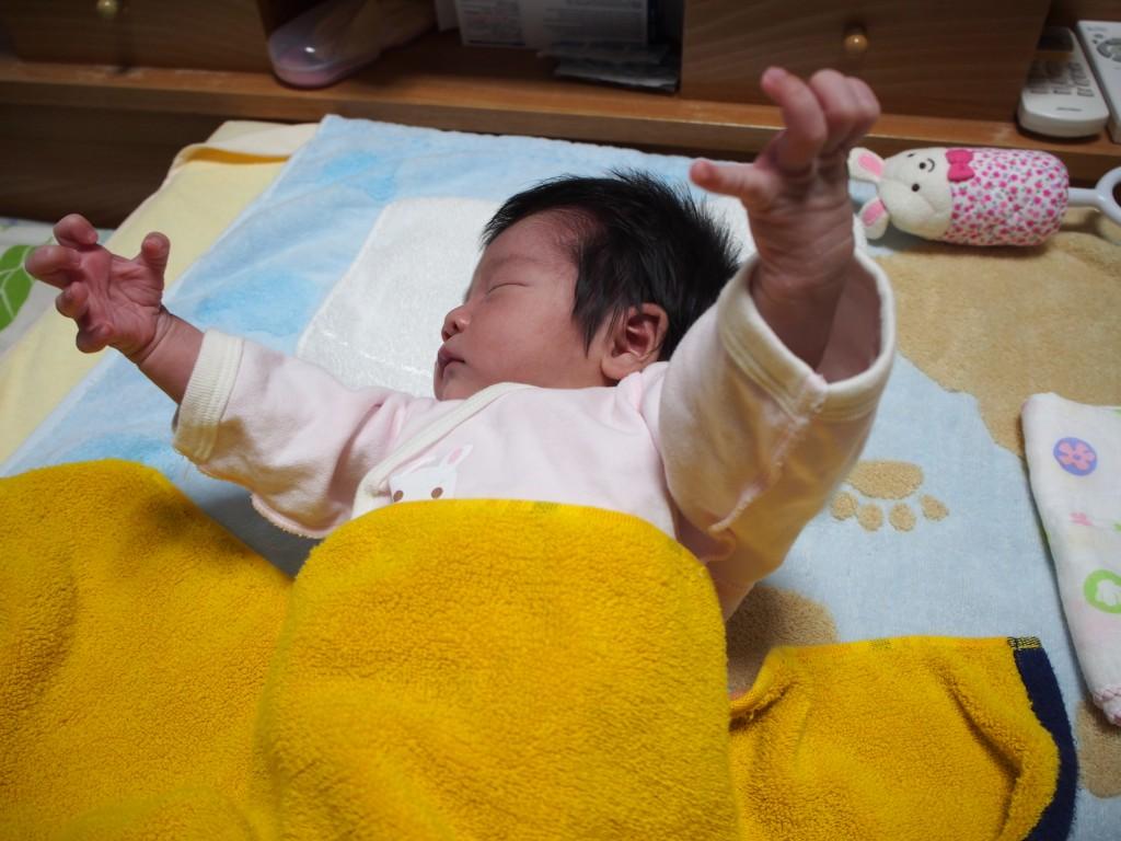 起きる モロー 反射 【専門家監修】赤ちゃんに見られるモロー反射とは?対処法6つを解説