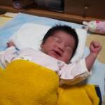【新生児】赤ちゃんの頻繁なしゃっくりを放っておくのは大丈夫?