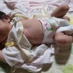 【新生児】赤ちゃんの夜泣き対策は抱っことミルクで完璧!?