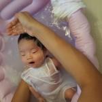 【新生児】沐浴のタイミングや時間、回数は?洗面台は消毒して使え!